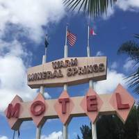 Warm Mineral Springs Motel: Populuxe Style