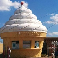 Ice Cream Cone-Shaped Stand (Closed)