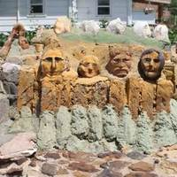 Mini-Mount-Rushmore of Florence Deeble