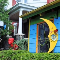 Papermoon Diner: Crazy Art Eatery
