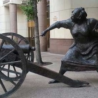 Statue of the Cannon Lady