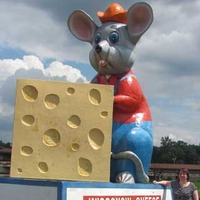Giant Mouse with Cheese