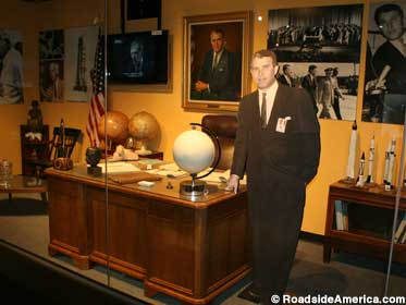 Wernher von Braun office recreation.