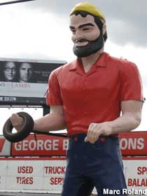 Paul Bunyan Muffler Man.
