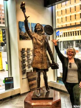Mary Tyler Moore Statue.