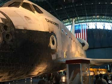 Space Shuttle Discovery.